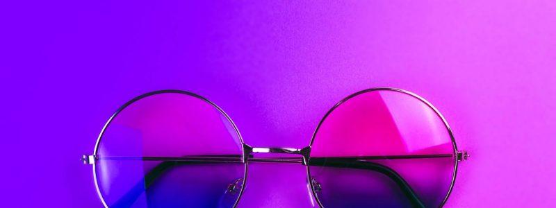 La importancia de ponernos las gafas violetas al estudiar y ejercer la Psicología